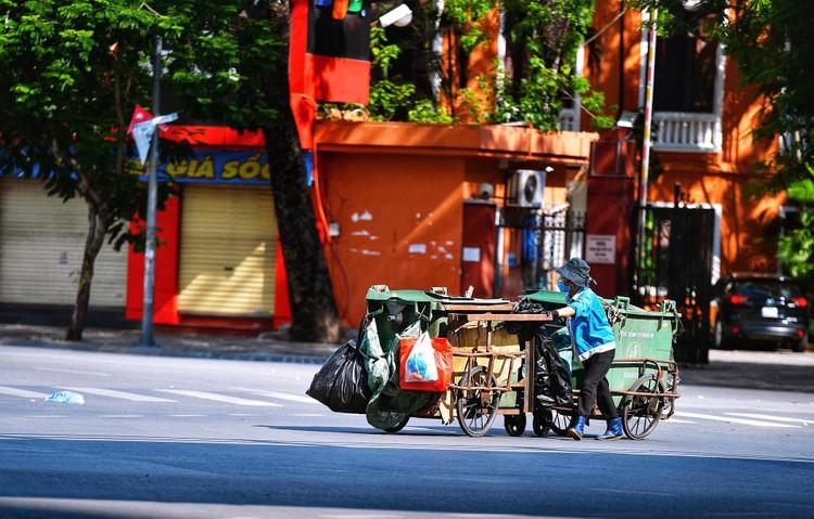 Quảng trường, các nút giao ở Hà Nội trong ngày giãn cách ảnh 12
