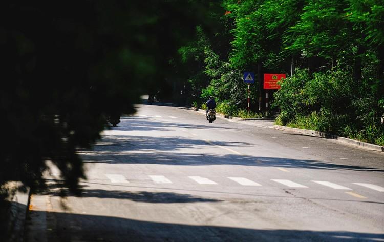 Quảng trường, các nút giao ở Hà Nội trong ngày giãn cách ảnh 14