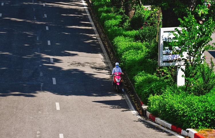 Quảng trường, các nút giao ở Hà Nội trong ngày giãn cách ảnh 16