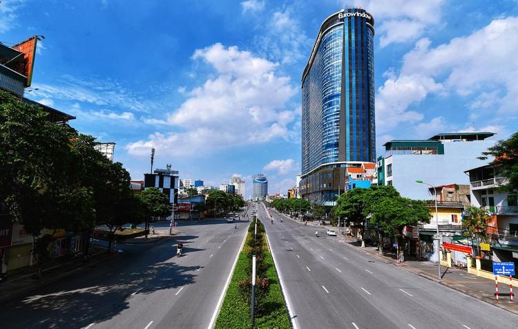 Quảng trường, các nút giao ở Hà Nội trong ngày giãn cách ảnh 18