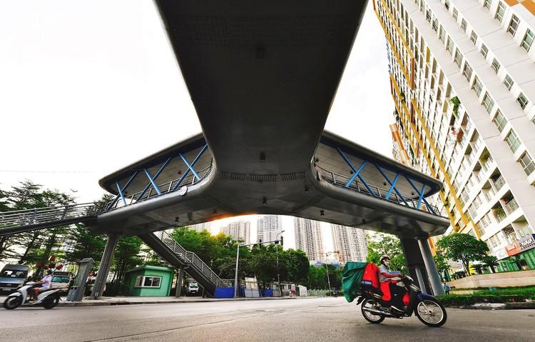 Quảng trường, các nút giao ở Hà Nội trong ngày giãn cách ảnh 22