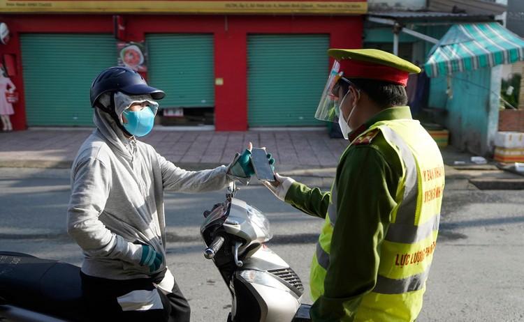 Hình ảnh ngày đầu quân đội tham gia siết chặt giãn cách xã hội ở TP.HCM ảnh 11