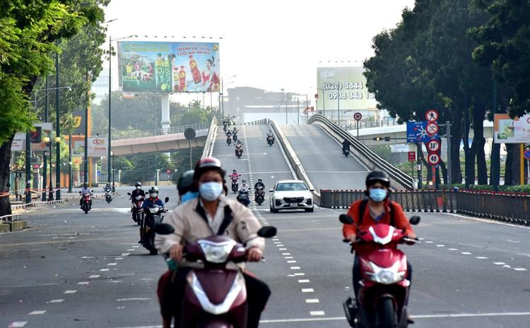 Hình ảnh ngày đầu quân đội tham gia siết chặt giãn cách xã hội ở TP.HCM ảnh 8
