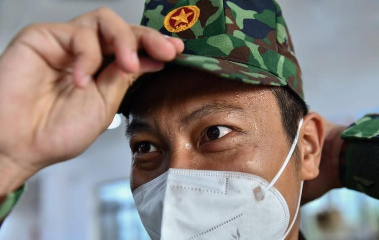 Hàng trăm hộ dân ở vùng vàng quận Phú Nhuận nhận túi quà an sinh ảnh 8