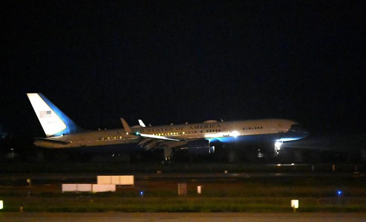 Không lực 2 đưa Phó Tổng thống Mỹ tới Hà Nội thăm chính thức Việt Nam ảnh 1