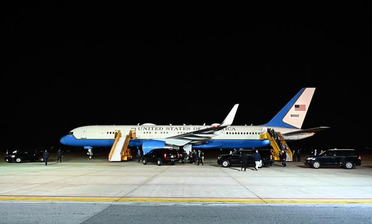 Không lực 2 đưa Phó Tổng thống Mỹ tới Hà Nội thăm chính thức Việt Nam ảnh 2