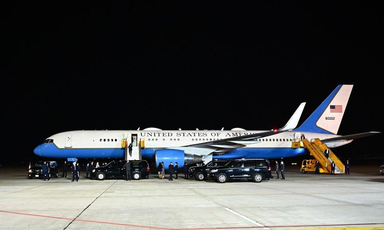Không lực 2 đưa Phó Tổng thống Mỹ tới Hà Nội thăm chính thức Việt Nam ảnh 8