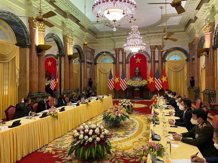 Phó tổng thống Mỹ hội đàm với Chủ tịch nước Nguyễn Xuân Phúc ảnh 1