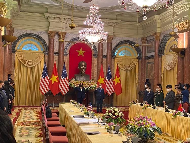 Phó tổng thống Mỹ hội đàm với Chủ tịch nước Nguyễn Xuân Phúc ảnh 2