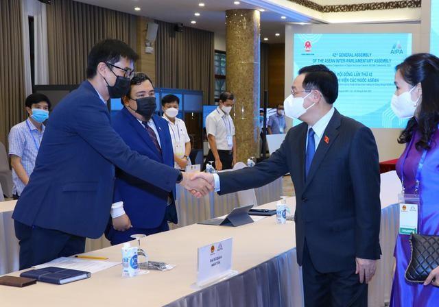 Đại hội đồng AIPA 42: Chủ tịch Quốc hội Vương Đình Huệ ký Thông cáo chung tại Phiên toàn thể thứ hai ảnh 1