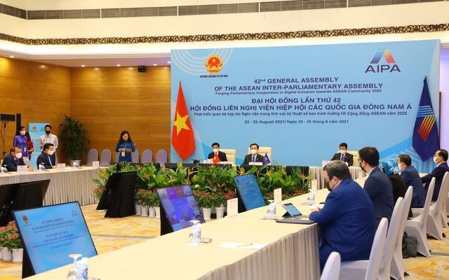 Đại hội đồng AIPA 42: Chủ tịch Quốc hội Vương Đình Huệ ký Thông cáo chung tại Phiên toàn thể thứ hai ảnh 3