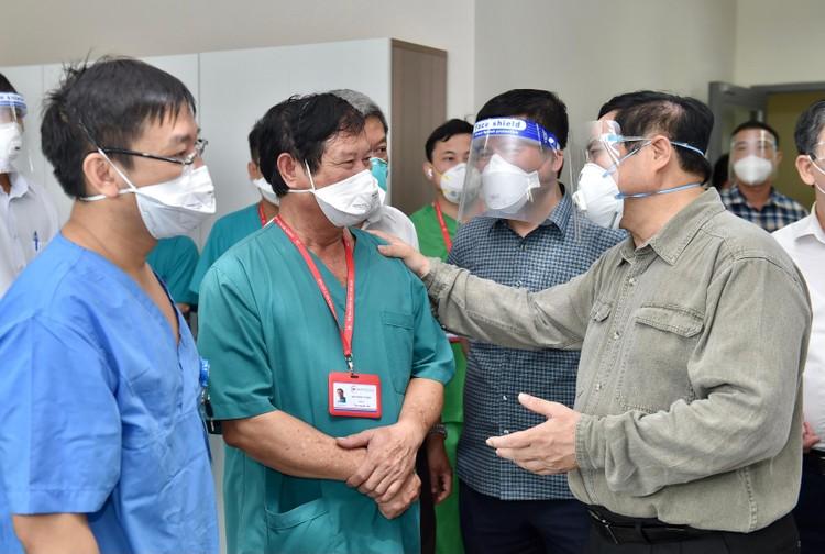 Thủ tướng Phạm Minh Chính kiểm tra, chỉ đạo, động viên công tác chống dịch tại Bình Dương ảnh 3
