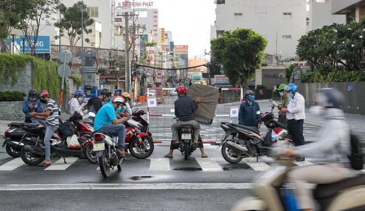 Nhiều người ở TP.HCM quên khai báo di chuyển nội địa khi ra đường ảnh 4