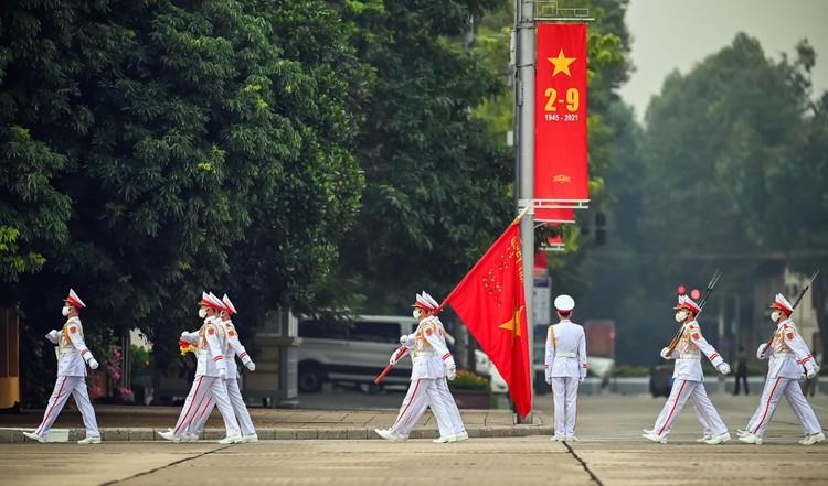 Lễ thượng cờ mừng Quốc khánh ở Lăng Chủ tịch Hồ Chí Minh ảnh 1
