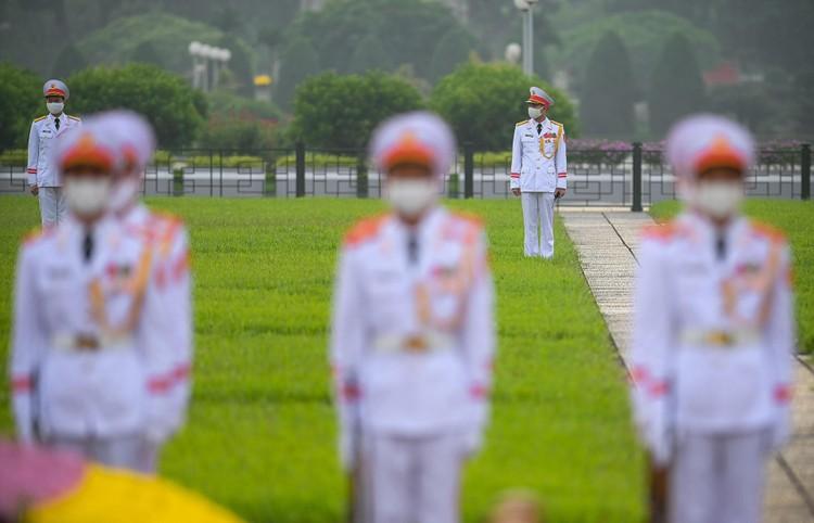 Lễ thượng cờ mừng Quốc khánh ở Lăng Chủ tịch Hồ Chí Minh ảnh 10