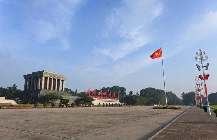 Lễ thượng cờ mừng Quốc khánh ở Lăng Chủ tịch Hồ Chí Minh ảnh 11