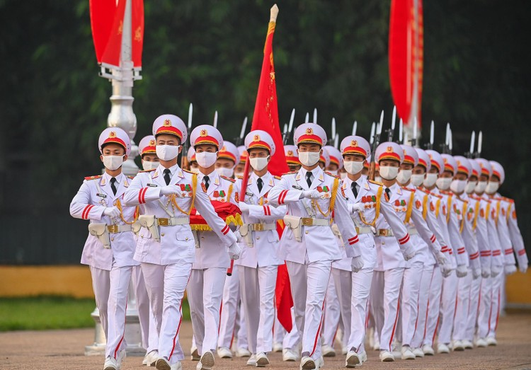 Lễ thượng cờ mừng Quốc khánh ở Lăng Chủ tịch Hồ Chí Minh ảnh 2