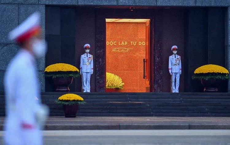 Lễ thượng cờ mừng Quốc khánh ở Lăng Chủ tịch Hồ Chí Minh ảnh 4