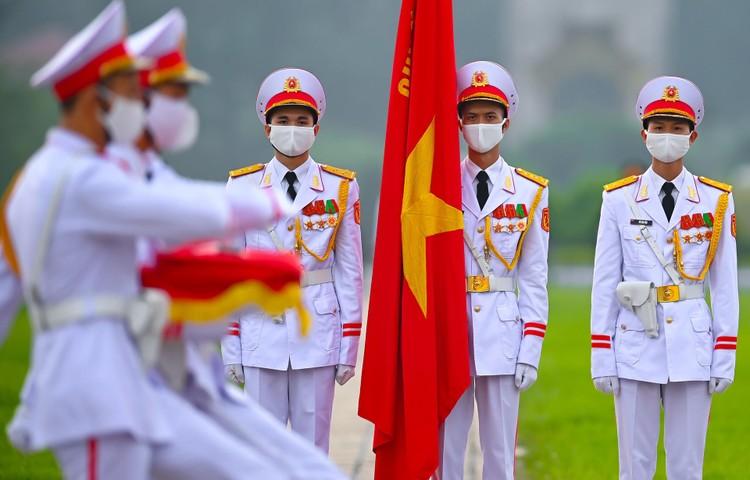 Lễ thượng cờ mừng Quốc khánh ở Lăng Chủ tịch Hồ Chí Minh ảnh 5