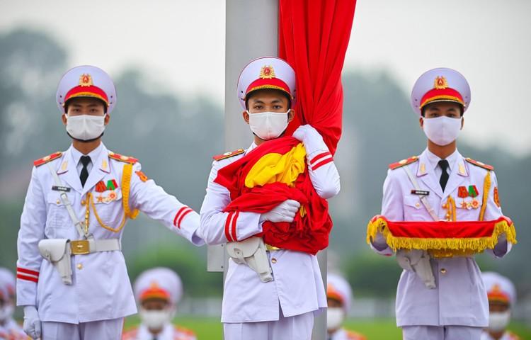 Lễ thượng cờ mừng Quốc khánh ở Lăng Chủ tịch Hồ Chí Minh ảnh 6