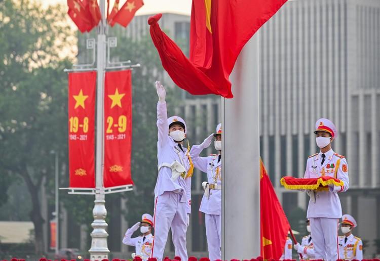 Lễ thượng cờ mừng Quốc khánh ở Lăng Chủ tịch Hồ Chí Minh ảnh 7