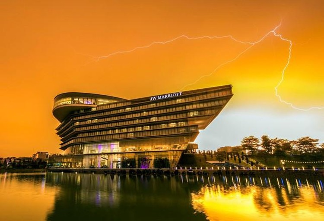 Những tòa cao ốc có kiến trúc độc đáo ở Hà Nội ảnh 15