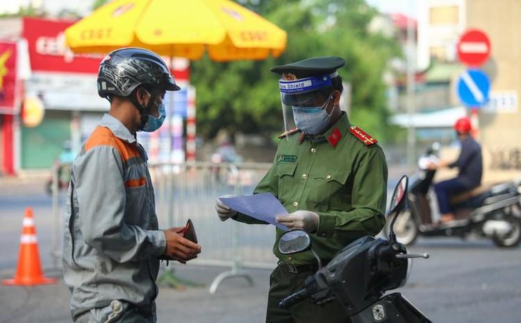 Công an Hà Nội kiểm soát giấy đi đường mới từ ngày 8/9 ảnh 1