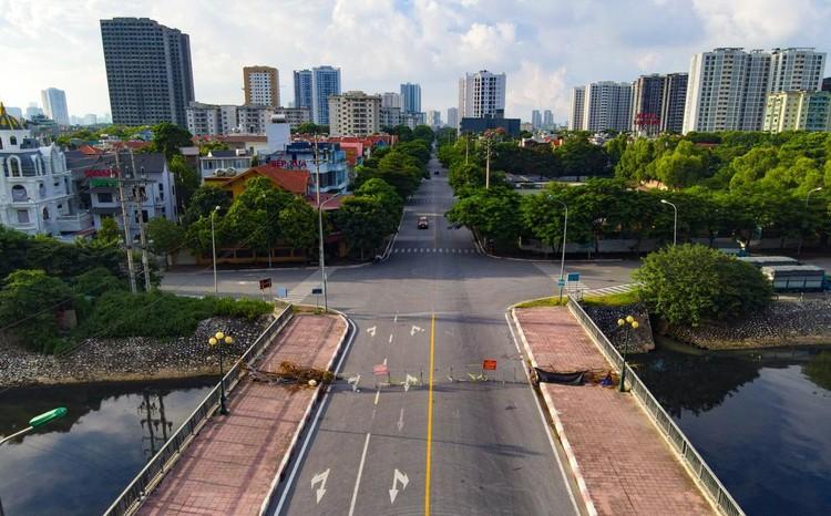 30 chốt chặn cứng ngăn người dân vào vùng dịch ở Hà Nội ảnh 9