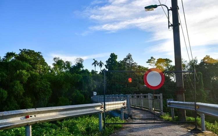30 chốt chặn cứng ngăn người dân vào vùng dịch ở Hà Nội ảnh 11