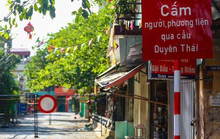 30 chốt chặn cứng ngăn người dân vào vùng dịch ở Hà Nội ảnh 6