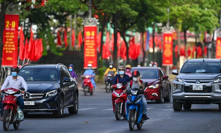 Hà Nội: Ùn tắc phương tiện ở chốt vùng đỏ, mở lại hàng quán tại vùng xanh ảnh 11