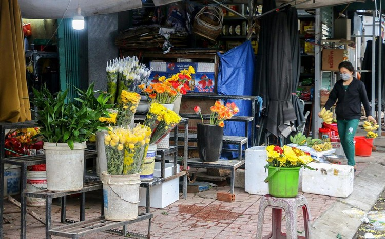 Hàng quán Nha Trang vẫn đóng cửa sau nới lỏng giãn cách ảnh 4