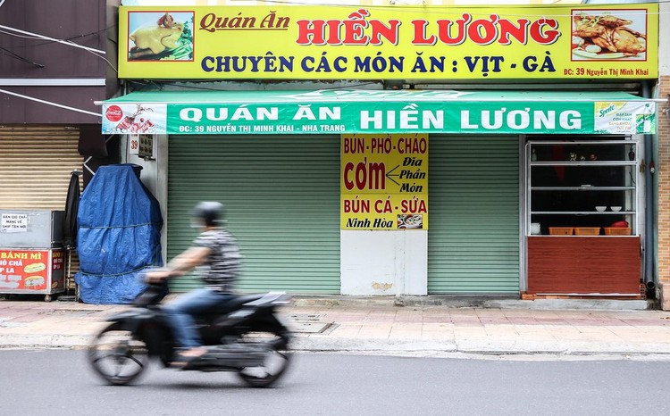 Hàng quán Nha Trang vẫn đóng cửa sau nới lỏng giãn cách ảnh 6