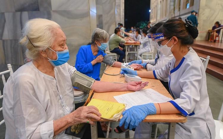 Hà Nội có số mũi tiêm vaccine cao kỷ lục 3 ngày liên tiếp ảnh 1