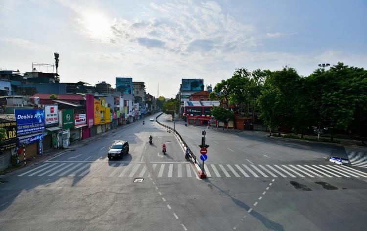 Giao thông Hà Nội sáng ngày thứ 50 giãn cách xã hội ảnh 4