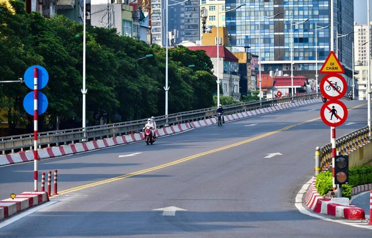 Giao thông Hà Nội sáng ngày thứ 50 giãn cách xã hội ảnh 9