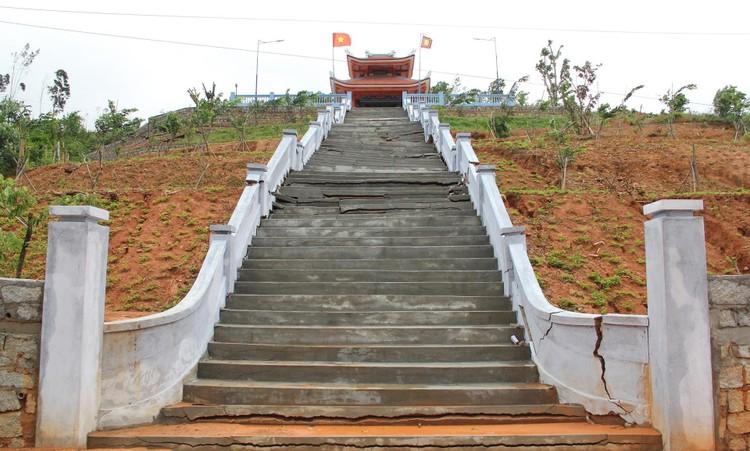 Đài tưởng niệm liệt sĩ ở Đắk Lắk nứt toác sau mưa lớn ảnh 1