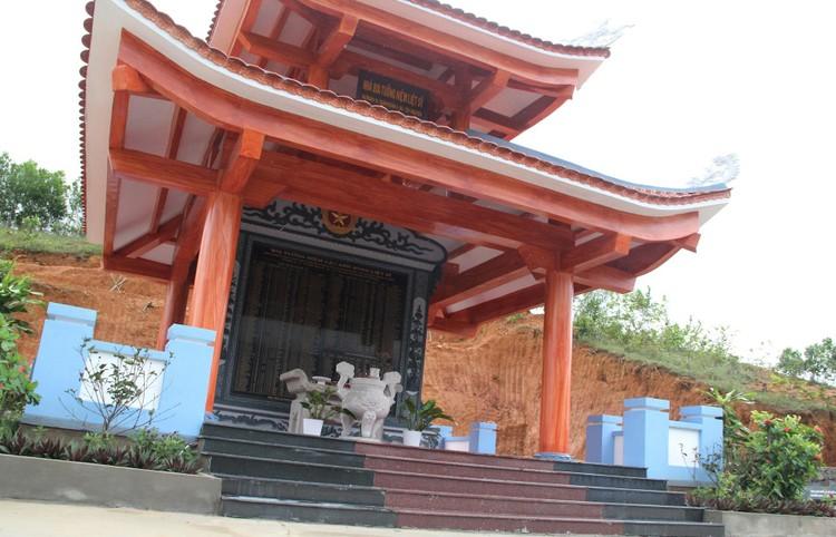 Đài tưởng niệm liệt sĩ ở Đắk Lắk nứt toác sau mưa lớn ảnh 11