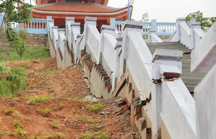 Đài tưởng niệm liệt sĩ ở Đắk Lắk nứt toác sau mưa lớn ảnh 2