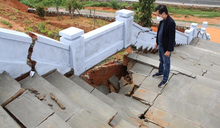 Đài tưởng niệm liệt sĩ ở Đắk Lắk nứt toác sau mưa lớn ảnh 4