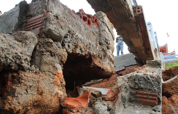 Đài tưởng niệm liệt sĩ ở Đắk Lắk nứt toác sau mưa lớn ảnh 5