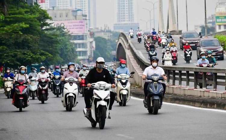 Sáng đầu tuần, đường Hà Nội lại đông đúc xe cộ ảnh 12