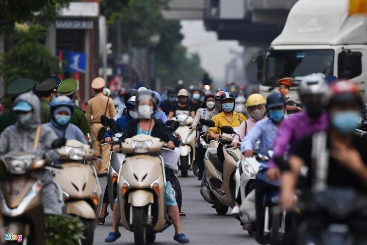 Sáng đầu tuần, đường Hà Nội lại đông đúc xe cộ ảnh 5