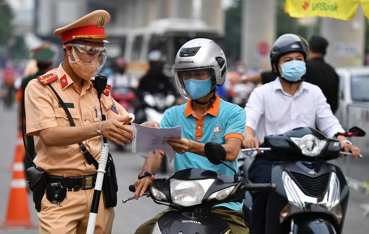 Sáng đầu tuần, đường Hà Nội lại đông đúc xe cộ ảnh 6