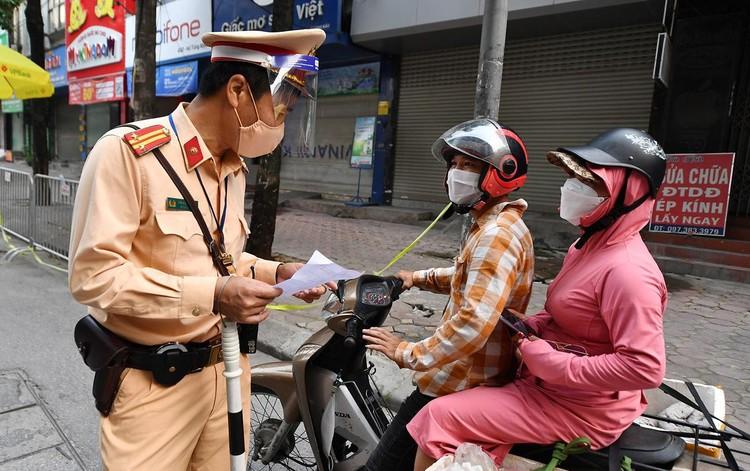 Sáng đầu tuần, đường Hà Nội lại đông đúc xe cộ ảnh 7