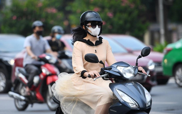Sáng đầu tuần, đường Hà Nội lại đông đúc xe cộ ảnh 8