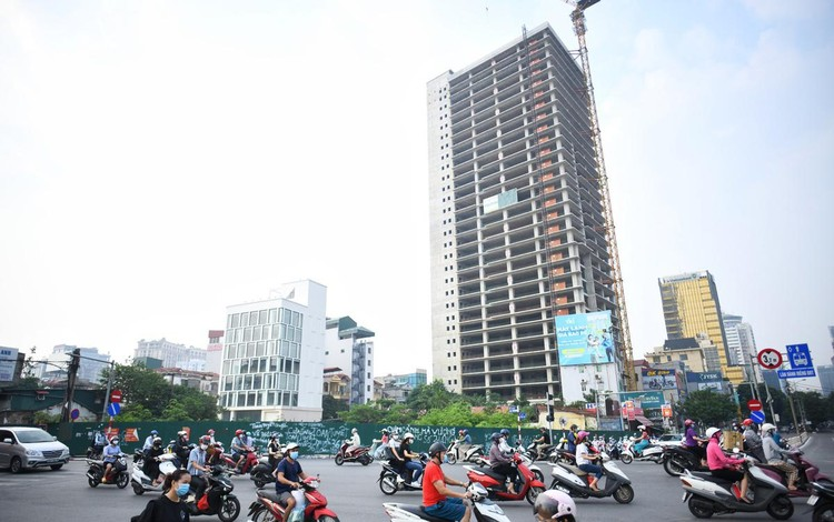 Sáng đầu tuần, đường Hà Nội lại đông đúc xe cộ ảnh 9