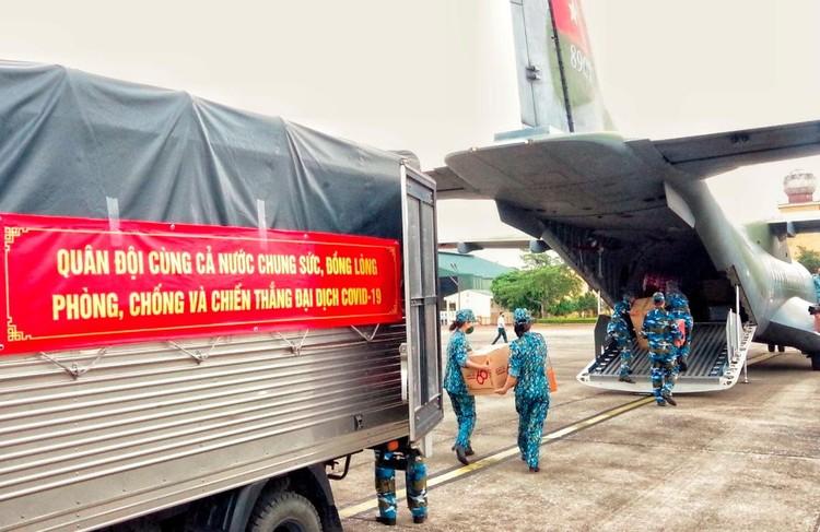 Những trang bị quân sự góp phần chống dịch tại TP.HCM ảnh 1