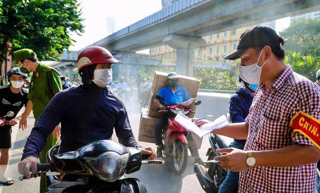 Khi nào Hà Nội sẽ điều chỉnh quy định về giấy đi đường? ảnh 1
