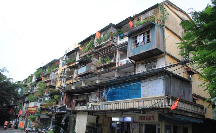 Cận cảnh 4 khu chung cư nguy hiểm cấp D ở Hà Nội sắp được cải tạo ảnh 19